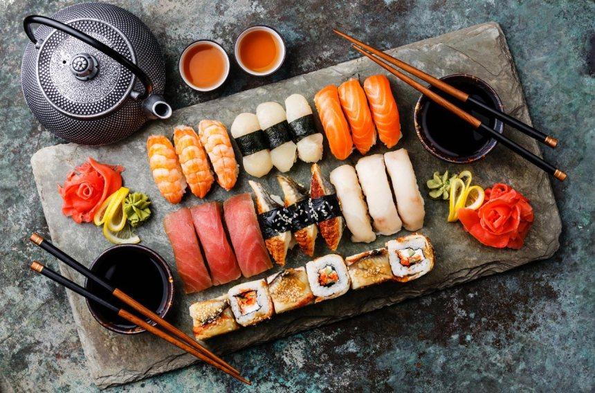 zestaw-sushi-tradycyjna-japonska-kuchnia